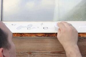 Как снять защитную пленку с пластикового окна и удалить остатки клея?