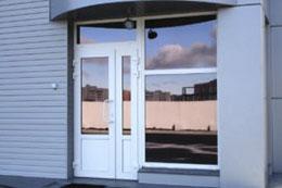 Распашные алюминиевые двери